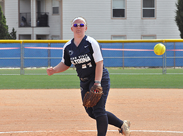 Softball Splits Monday Games in Florida